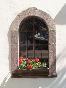 1383070_window_in_the_facade_of_dolomite_house