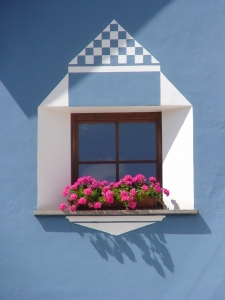 1383065_window_in_the_facade_of_dolomite_house